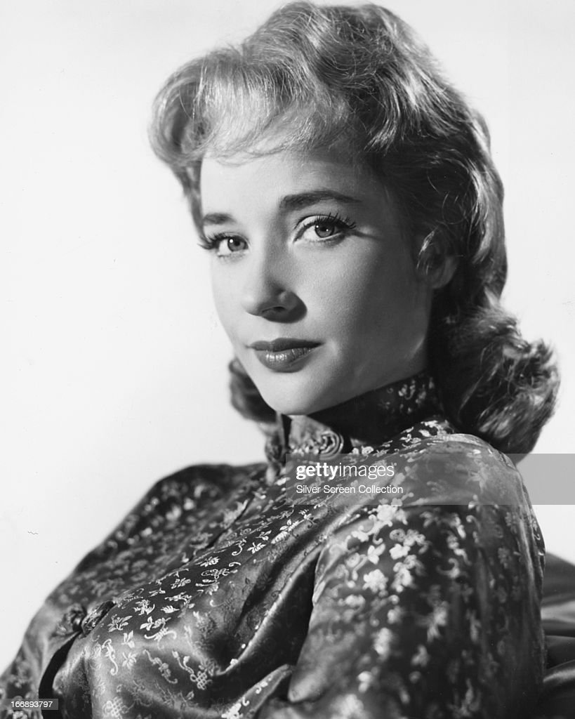 English actress <a gi-track='captionPersonalityLinkClicked' href=/galleries/search?phrase=Sylvia+Syms&family=editorial&specificpeople=235776 ng-click='$event.stopPropagation()'>Sylvia Syms</a>, circa 1960.