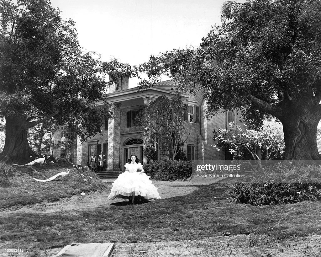 English actress Vivien Leigh as Scarlett O'Hara in 'Gone with the Wind' directed by Victor Fleming 1939