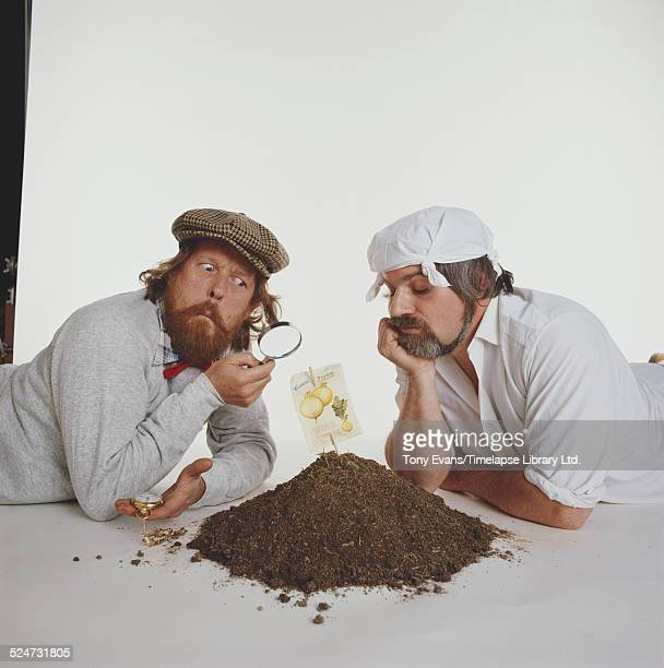 English cartoonist comedian and cofounder of Private Eye magazine Willie Rushton and Gardening expert Frank Ward in a publicity shot for their book...