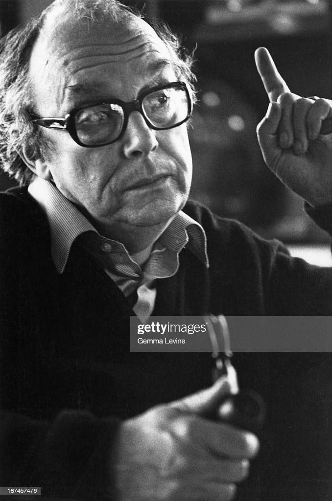 English comedian <a gi-track='captionPersonalityLinkClicked' href=/galleries/search?phrase=Eric+Morecambe&family=editorial&specificpeople=215236 ng-click='$event.stopPropagation()'>Eric Morecambe</a> (1926 - 1984), circa 1980.