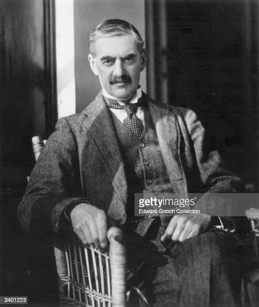 a biography of neville chamberlain Biography of arthur neville chamberlain (1869-1940) english politician, born in  birmingham on march 18, 1869 and died in hedekfield on november 9, 1940.