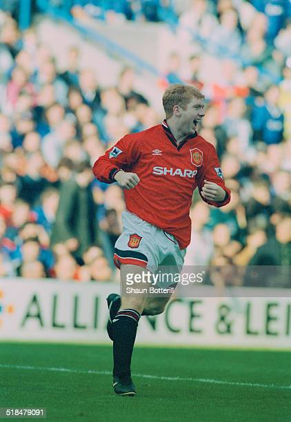 English footballer Paul Scholes playing for Manchester United against Chelsea in an English Premier League match at Stamford Bridge London 21st...