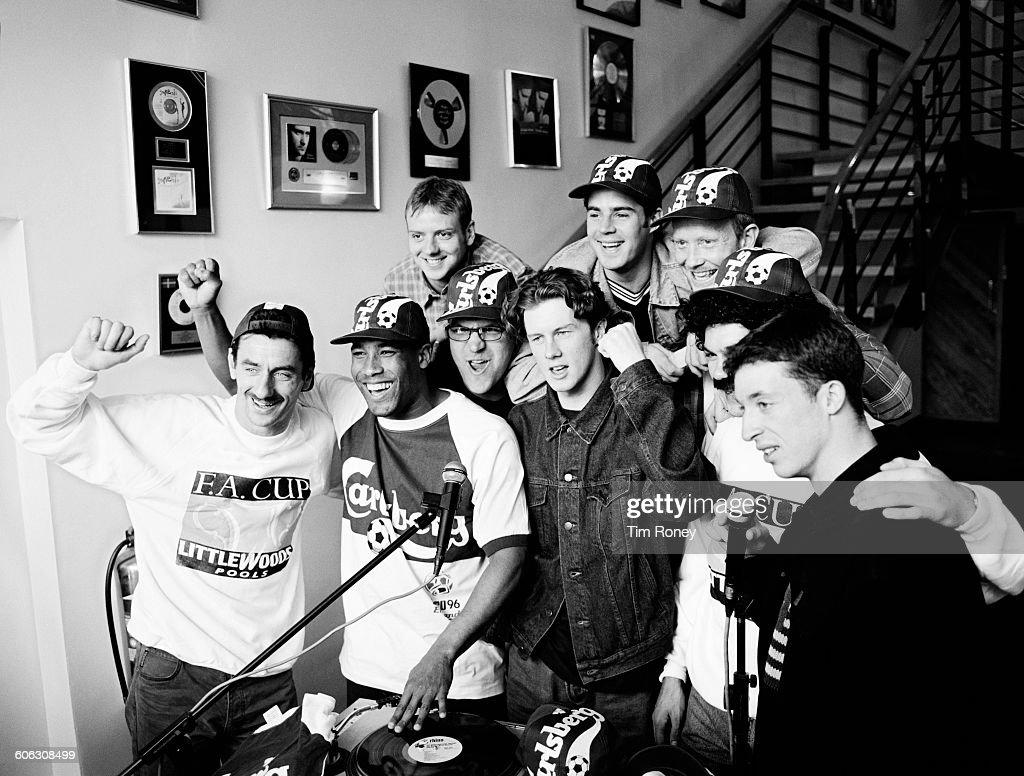 English footballers Jamie Redknapp, Mark Wright, Steve McManaman, Ian Rush, John Barnes and Robbie Fowler of Liverpool FC, UK, 18th April 1996.