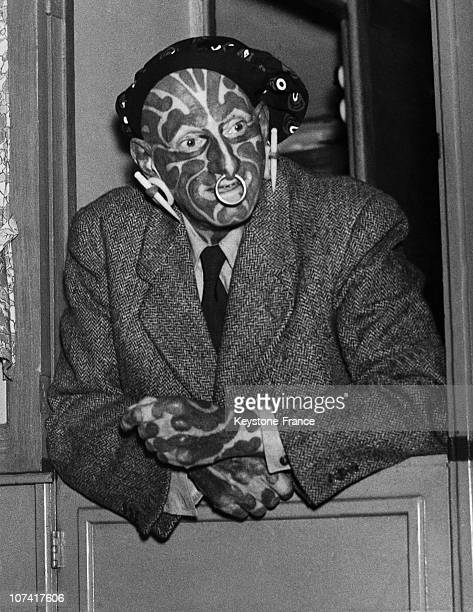 English freak and sideshow performer Horace Ridler 1946 Extensively tattooed he exhibited himself as 'The Great Omi' or 'The Zebra Man'