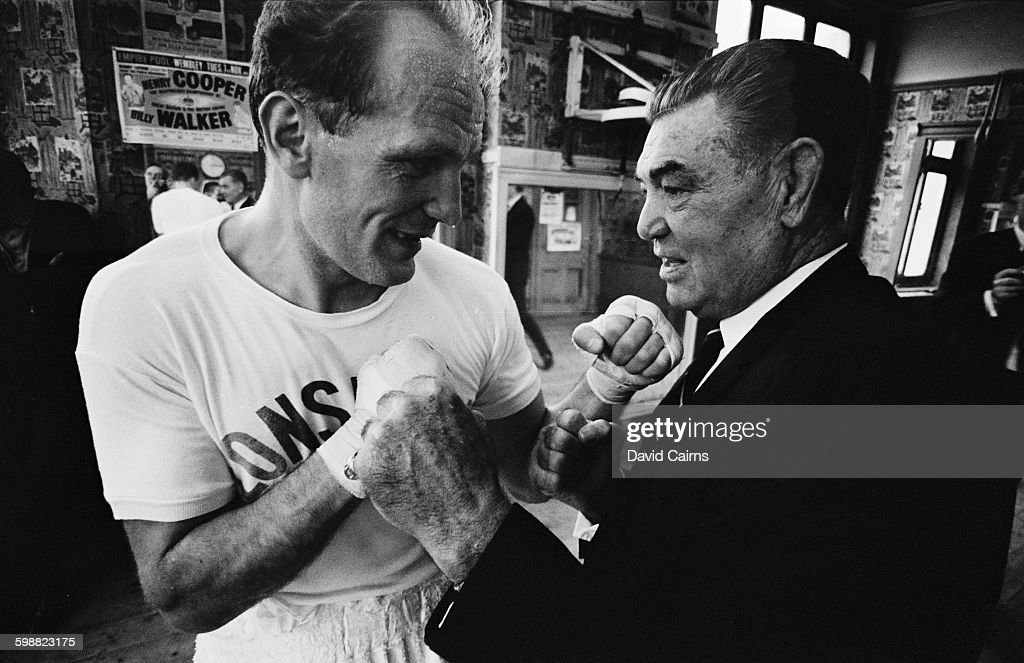 English heavyweight boxer <a gi-track='captionPersonalityLinkClicked' href=/galleries/search?phrase=Henry+Cooper&family=editorial&specificpeople=93511 ng-click='$event.stopPropagation()'>Henry Cooper</a> (1934 - 2011, left) and American boxer <a gi-track='captionPersonalityLinkClicked' href=/galleries/search?phrase=Jack+Dempsey+-+Boxer&family=editorial&specificpeople=15348667 ng-click='$event.stopPropagation()'>Jack Dempsey</a> (1895 - 1983), UK, 19th October 1967.