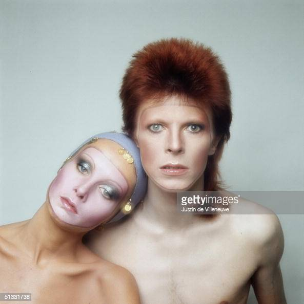 English model Twiggy poses with David Bowie in Paris for the cover of his 'Pin Ups' album 1973