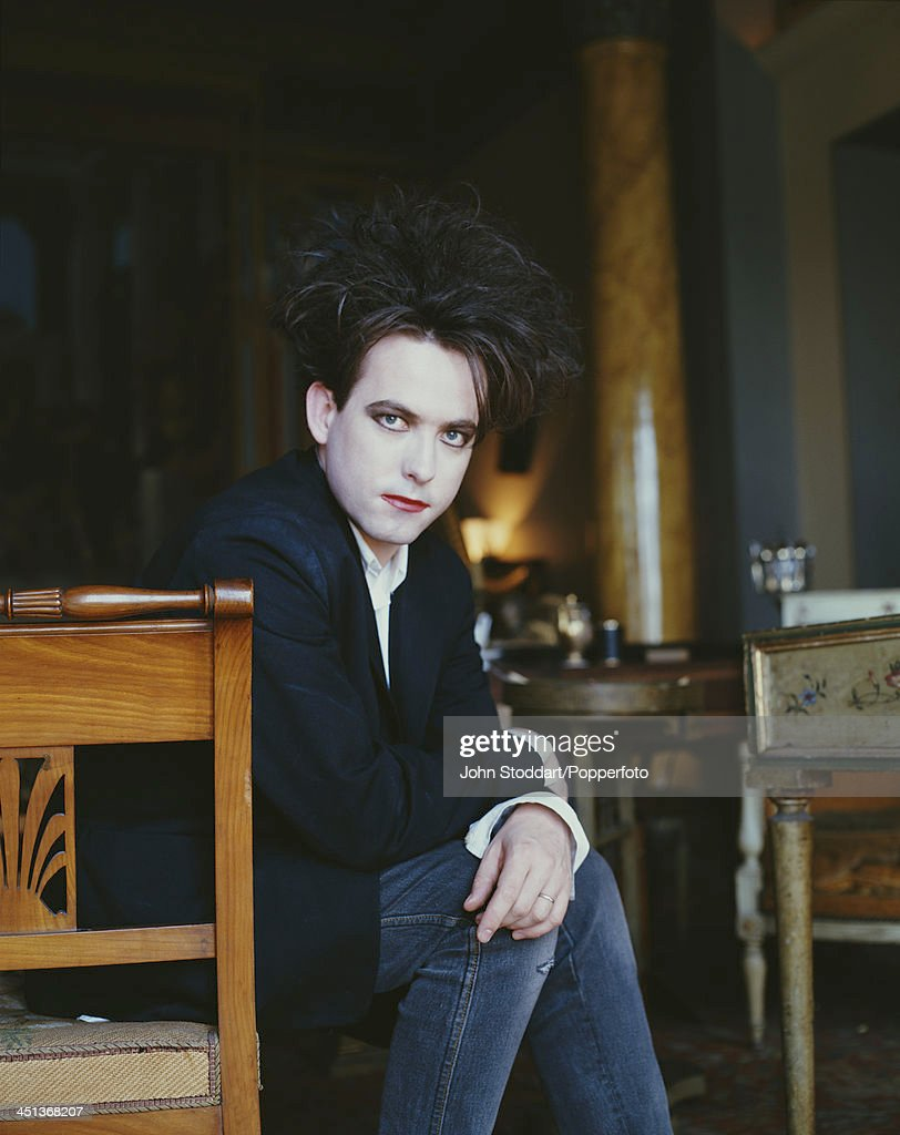 English musician and lead singer/songwriter of rock band The Cure, <a gi-track='captionPersonalityLinkClicked' href=/galleries/search?phrase=Robert+Smith+-+Musicista&family=editorial&specificpeople=198989 ng-click='$event.stopPropagation()'>Robert Smith</a>, circa 1995.