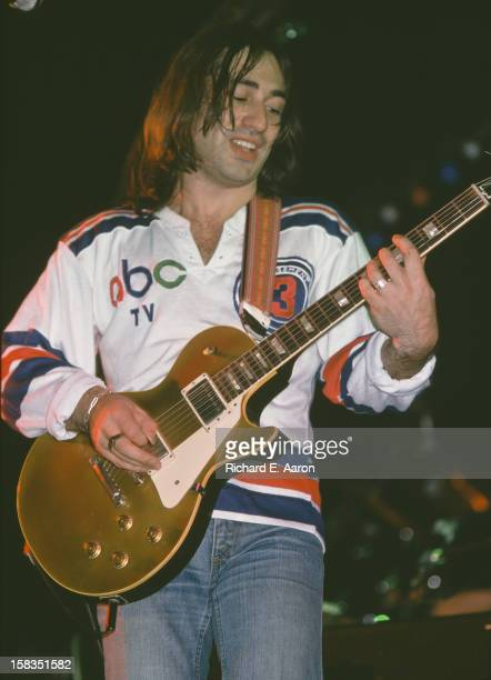 English musician Lol Creme of rock band 10cc in concert in New York October 1975
