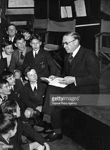 English poet and playwright Alfred Noyes reads from his trilogy 'The Torch Bearers' at Brockley Central School in London