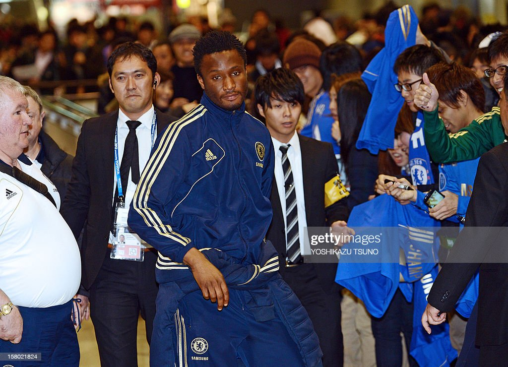 English Premier League football team Chelsea midfielder Mikel (C) arrives with the team at Narita International Airport in Narita, suburban Tokyo on December 9, 2012. Chelsea will play a semi-final match in the Club World Cup tournament in Yokohama on December 13. AFP PHOTO / Yoshikazu TSUNO