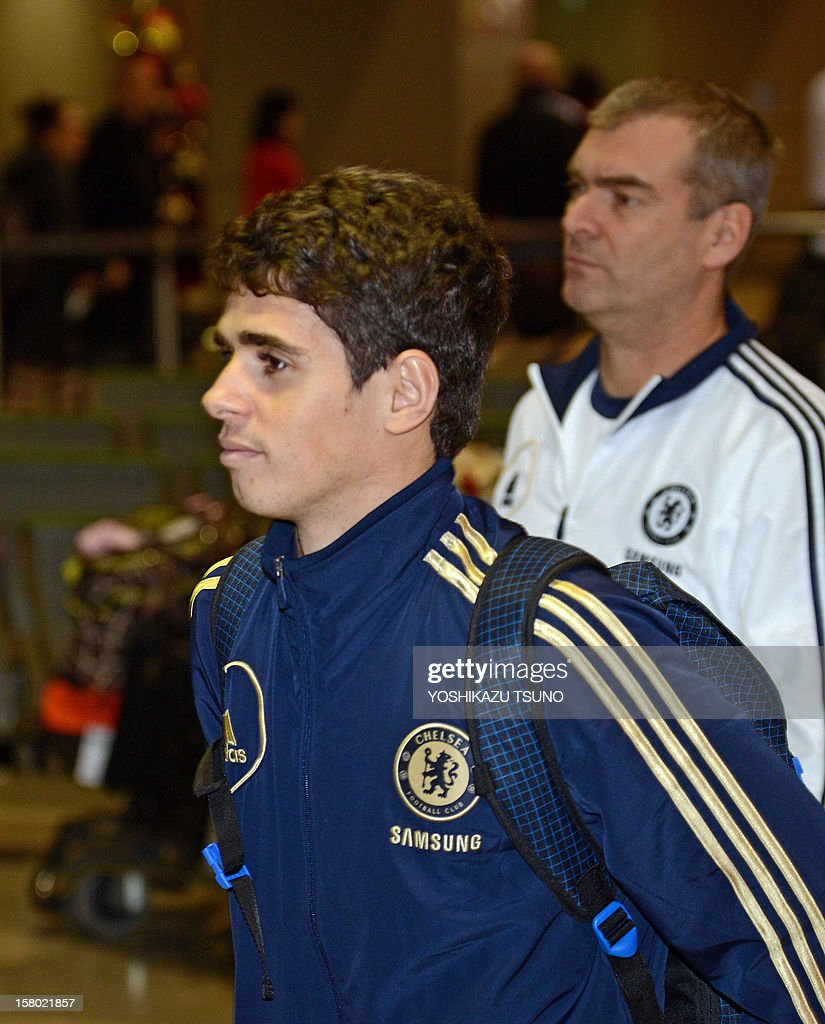 English Premier League football team Chelsea midfielder Oscar (L) arrives with the team at Narita International Airport in Narita, suburban Tokyo on December 9, 2012. Chelsea will play a semi-final match in the Club World Cup tournament in Yokohama on December 13. AFP PHOTO / Yoshikazu TSUNO