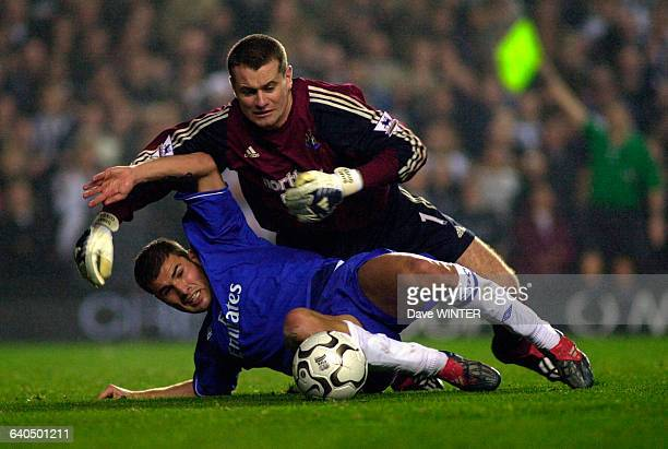 English Premiership Soccer Chelsea vs Newcastle United Adrian Mutu and Shay Given Championnat d'Angleterre Saison 20032004 Chelsea contre Newcastle...