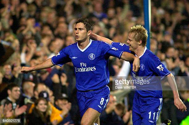 English Premiership Soccer Chelsea vs Newcastle United Frank Lampard celebrates with Damien Duff Championnat d'Angleterre Saison 20032004 Chelsea...