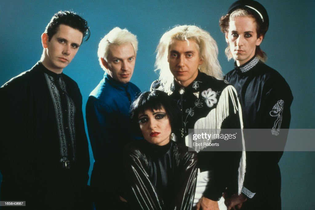 English rock group Siouxsie and the Banshees, New York City, 28th October 1988. Left to right: Keyboard player Martin McCarrick, bassist Steven Severin, singer <a gi-track='captionPersonalityLinkClicked' href=/galleries/search?phrase=Siouxsie+Sioux&family=editorial&specificpeople=714537 ng-click='$event.stopPropagation()'>Siouxsie Sioux</a>, drummer Budgie and guitarist Jon Klein.