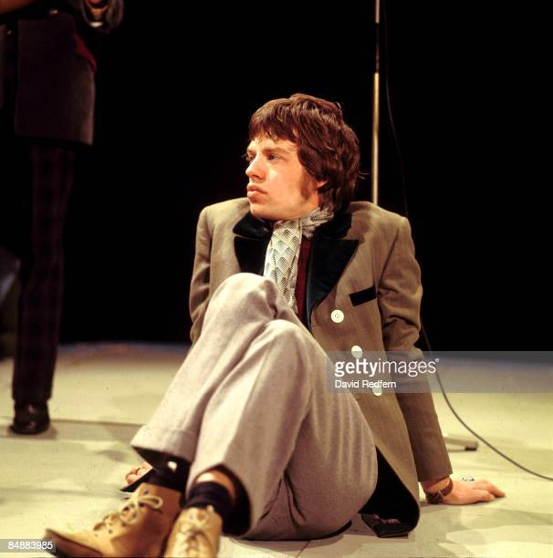POPS Photo of Mick JAGGER and ROLLING STONES of Rolling Stones posed on set of UK TV Show