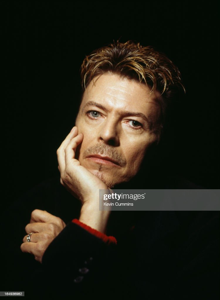 English singer-songwriter <a gi-track='captionPersonalityLinkClicked' href=/galleries/search?phrase=David+Bowie&family=editorial&specificpeople=171314 ng-click='$event.stopPropagation()'>David Bowie</a>, 8th November 1995.
