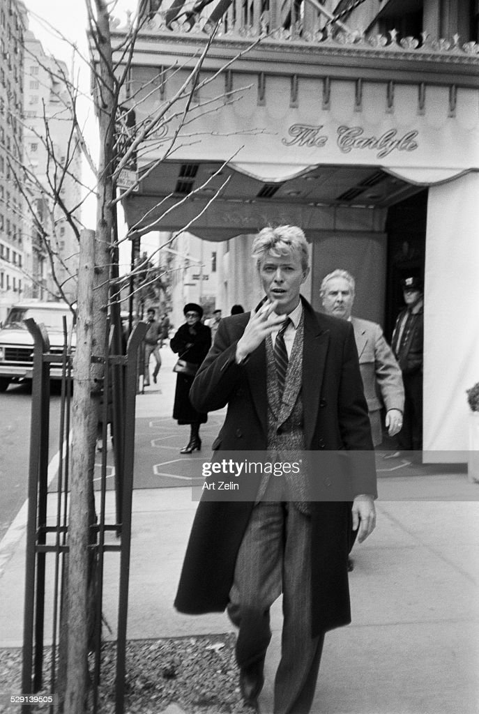 <a gi-track='captionPersonalityLinkClicked' href=/galleries/search?phrase=David+Bowie&family=editorial&specificpeople=171314 ng-click='$event.stopPropagation()'>David Bowie</a> outside the Carlyle Hotel; circa 1970; New York.