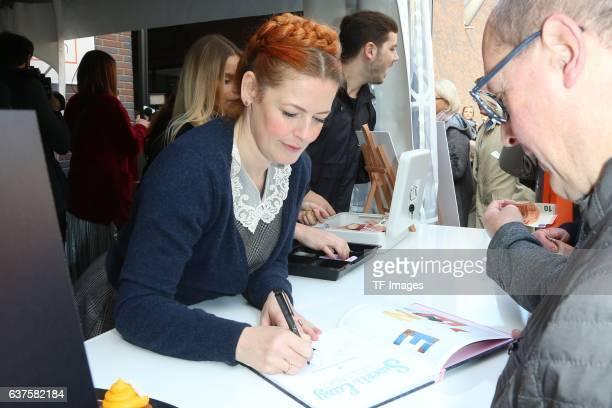 Enie van de Meiklokjes verteilt Autogramme attend the opening of the City Outlet Geislingen on October 27 2016 in Geislingen Germany