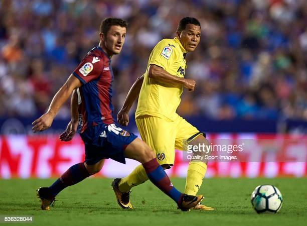 Enis Bardhi of Levante compretes for the ball with Carlos Bacca of Villarreal during the La Liga match between Levante and Villarreal at Ciutat de...