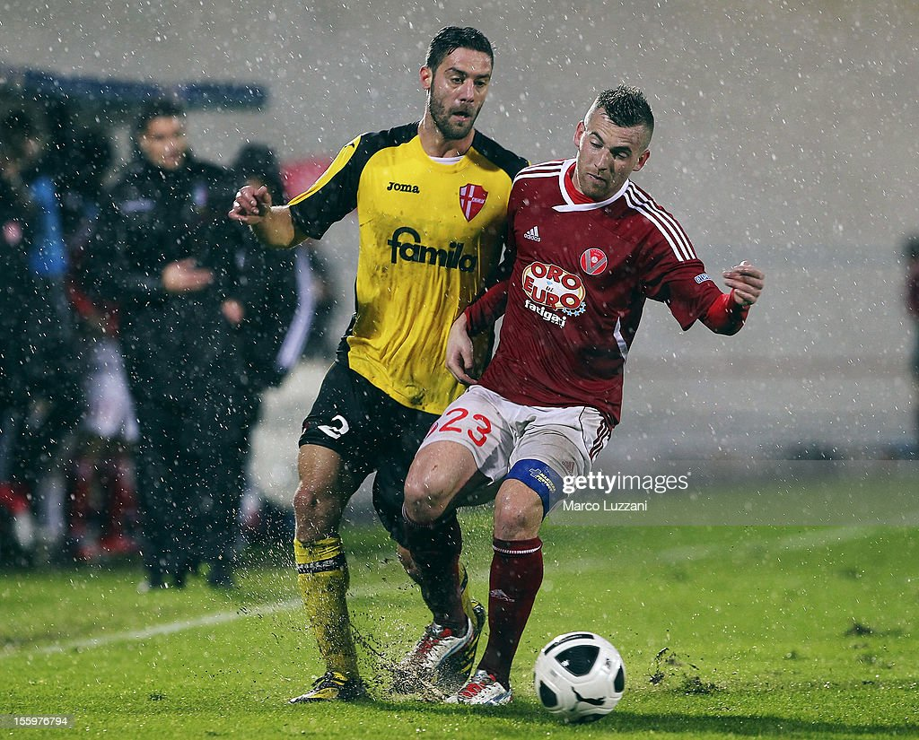 Enis Nadarevic (R) of AS Varese competes for the ball with Andrea Rispoli (L) of Calcio Padova during the Serie B match between AS Varese and Calcio Padova at Stadio Franco Ossola on November 10, 2012 in Varese, Italy.