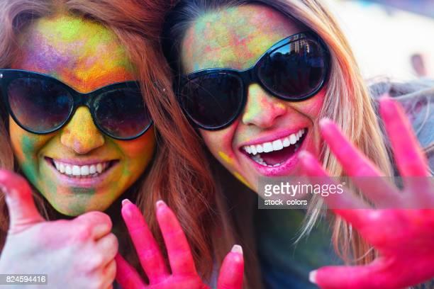 profiter de la fête de holi coloré