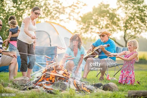 Genießen Sie mit Ihrer Familie einen Camping-Trip