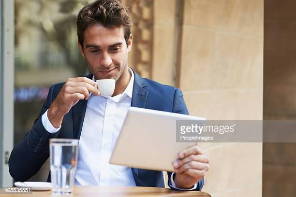 Gustare un caffè