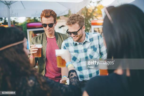 優れた企業とビールをお楽しみいただけます。