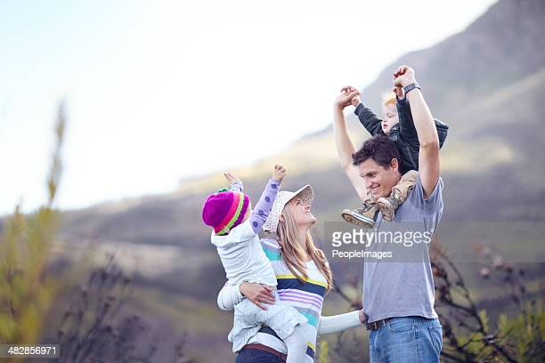 Disfrute de la naturaleza que una familia