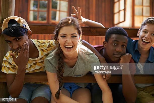 Profitez de l'été avec des amis rire