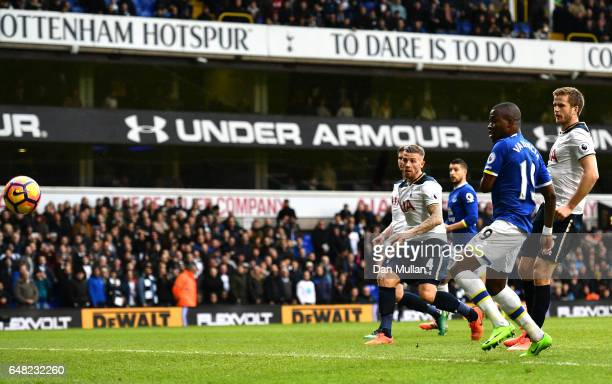 Enner Valencia of Everton scores his sides second goal during the Premier League match between Tottenham Hotspur and Everton at White Hart Lane on...