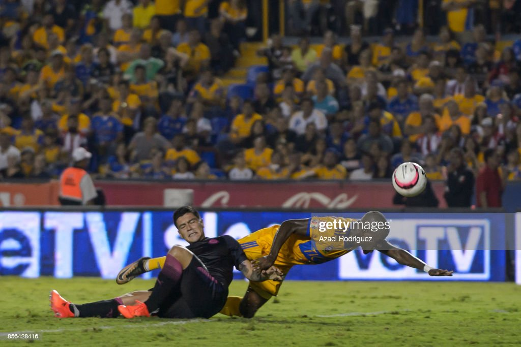 Tigres UANL v Chivas - Torneo Apertura 2017 Liga MX