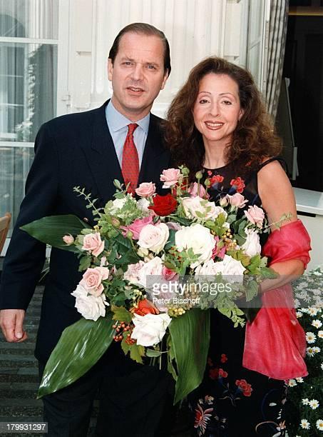 Enno Freiherr von Ruffin Vicky Leandros'FleuropLady des Jahres 1999' BlumenHamburg