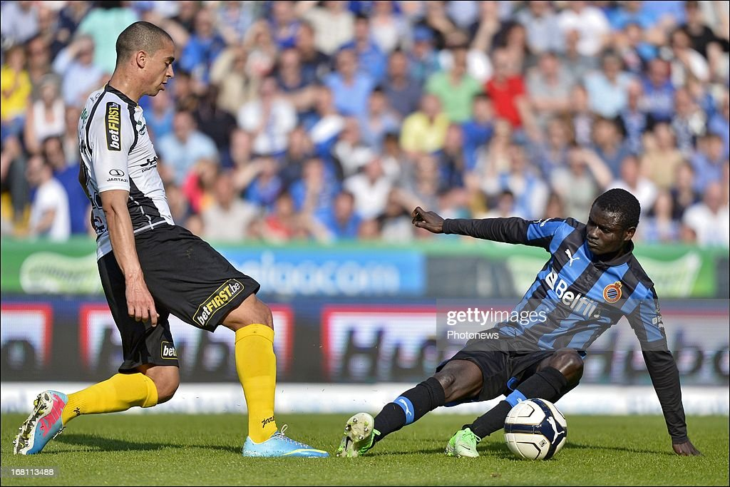 Enock Adu of Club Brugge KV battles for the ball with Nill De Pauw of Sporting Lokeren OVL during the Jupiler Pro League play-off 1 match between Club Brugge and Sporting Lokeren on May 5, 2013 in Brugge, Belgium.