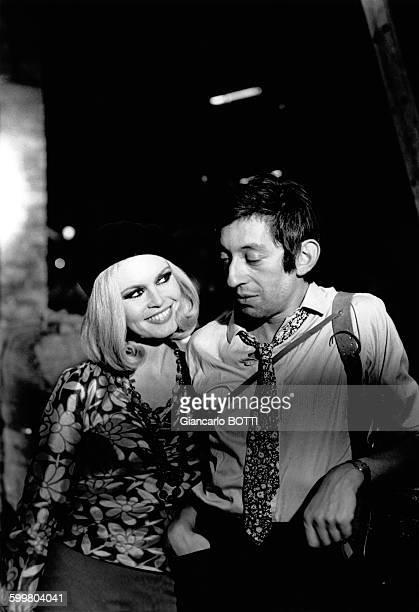Enregistrement de l'émission télévisée 'Bardot Show' avec Brigitte Bardot et Serge Gainsbourg interprétant 'Bonnie and Clyde' en 1967