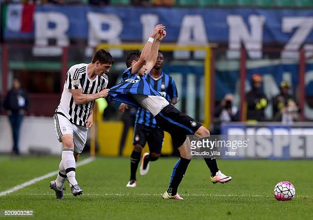 Enrico Baldini of FC Internazionale and Claudio Zappa of FC Juventus compete for the ball during the Juvenile TIM Cup final first leg match between...