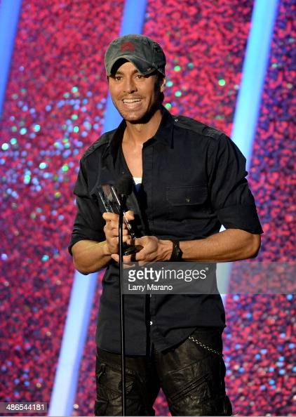 Enrique Iglesias accepts award onstage during the 2014 Billboard Latin Music Awards at Bank United Center on April 24 2014 in Miami Florida