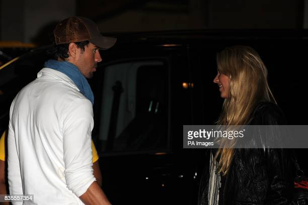 Enrique Iglesias and Anna Kournikova chat at the Capital 958 Summertime Ball with Barclaycard at the Emirates Stadium