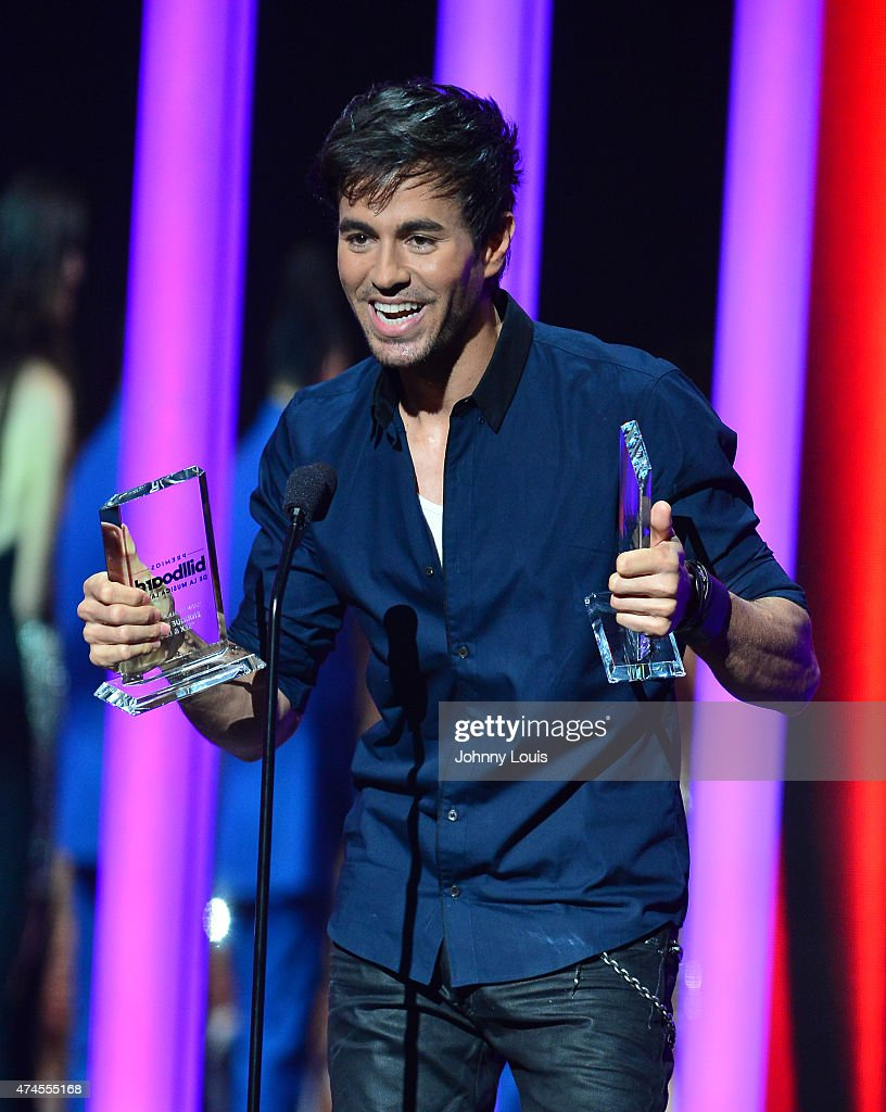 <a gi-track='captionPersonalityLinkClicked' href=/galleries/search?phrase=Enrique+Iglesias+-+Singer&family=editorial&specificpeople=202672 ng-click='$event.stopPropagation()'>Enrique Iglesias</a> onstage accepting award during the 2015 Billboard Latin Music Awards presented by State Farm on Telemundo at Bank United Center on April 30, 2015 in Miami, Florida.