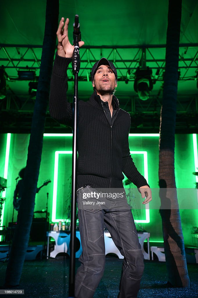 <a gi-track='captionPersonalityLinkClicked' href=/galleries/search?phrase=Enrique+Iglesias+-+Singer&family=editorial&specificpeople=202672 ng-click='$event.stopPropagation()'>Enrique Iglesias</a> performs at the Buoniconti Fund to Cure Paralysis' Destination Fashion 2012 at Bal Harbour Shops on November 10, 2012 in Miami, Florida.