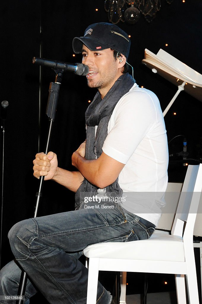 Enrique Iglesias performs at the Lucian Grainge VIP Party on June 15, 2010 in London, England.