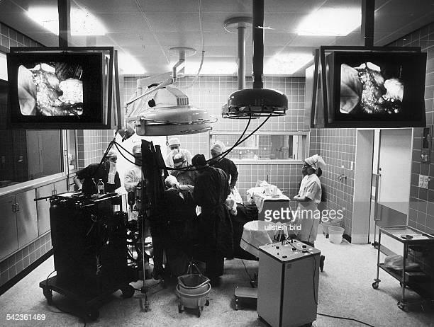 Entbindungsstation der FrauenklinikHamburg Eppendorf im OperationssaalFernsehübertragung der Geburt 1978