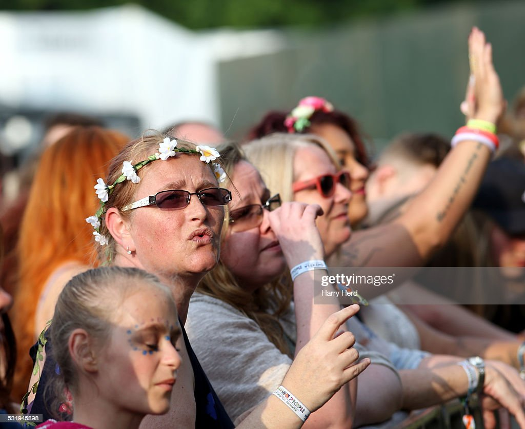 Festival goer enjoying Public Enemy as they perform at Common People Festival at Southampton Common on May 28, 2016 in Southampton, England. (Photo by Harry Herd/Redferns)SOUTHAMPTON, ENGLAND - MAY 28: <<enter caption here>> at Southampton Common on May 28, 2016 in Southampton, England.