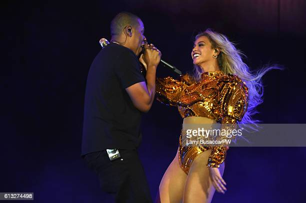 Entertainer Beyonce and Jay Z perform on stage during closing night of 'The Formation World Tour' at MetLife Stadium on October 7 2016 in East...