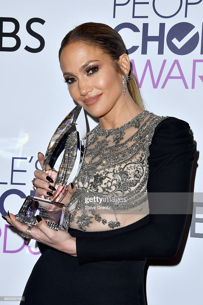 entertainer-jennifer-lopez-poses-with-an-award-in-the-press-room-the-picture-id632020760