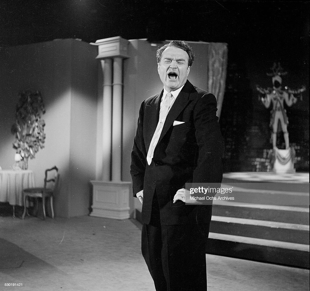 Entertainer <a gi-track='captionPersonalityLinkClicked' href=/galleries/search?phrase=Red+Skelton&family=editorial&specificpeople=208234 ng-click='$event.stopPropagation()'>Red Skelton</a> performs on his television show ' The <a gi-track='captionPersonalityLinkClicked' href=/galleries/search?phrase=Red+Skelton&family=editorial&specificpeople=208234 ng-click='$event.stopPropagation()'>Red Skelton</a> Show' from 1951-1971 in Los Angeles,CA.