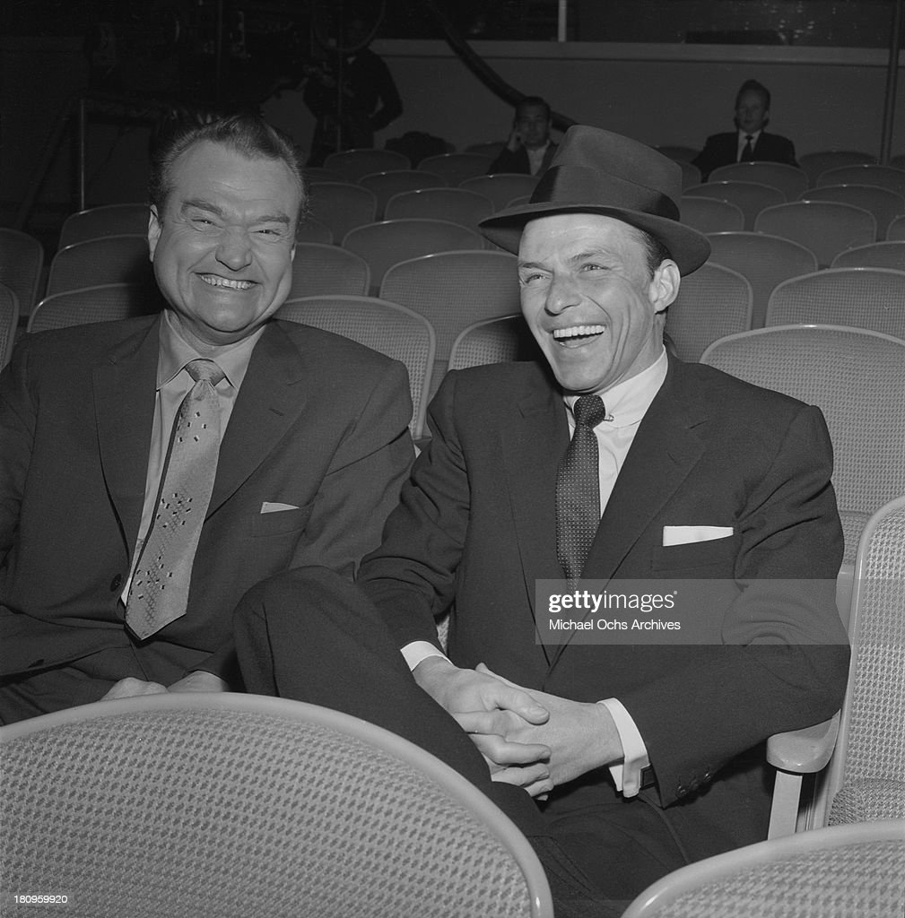 Entertainers <a gi-track='captionPersonalityLinkClicked' href=/galleries/search?phrase=Red+Skelton&family=editorial&specificpeople=208234 ng-click='$event.stopPropagation()'>Red Skelton</a> and <a gi-track='captionPersonalityLinkClicked' href=/galleries/search?phrase=Frank+Sinatra&family=editorial&specificpeople=70024 ng-click='$event.stopPropagation()'>Frank Sinatra</a> share a joke on the set of CBS 'Shower Of Stars' TV show on January 19, 1956 in Los Angeles, California.