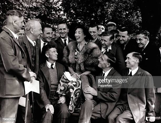 Entertainment London England 3rd August 1950 Vera Lynn sings to disabled forces of the 'not forgotten' association at Buckingham Palace