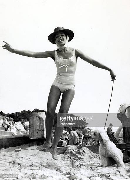 Entertainment / Music Personalities pic 22nd August 1960 British singing star Shirley Bassey pictured on the beach at Bournemouth with her pet poodle...