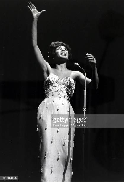 Entertainment / Music Personalities pic circa 1970's British singing star Shirley Bassey pictured on stage in typical pose Shirley Bassey born 1937...